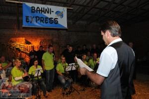 Michael Knopke dirigiert Bahni-Express und Männerchor