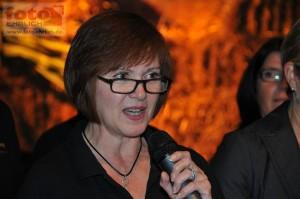 Inge Schupp bei der Ansage der Lieder von Doppelterz
