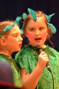 Auch der Kinderchor singt