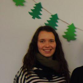 Chorleiterin Franziska Behrendt hält Projekt-Chorprobe im Kindergarten St. Maximin